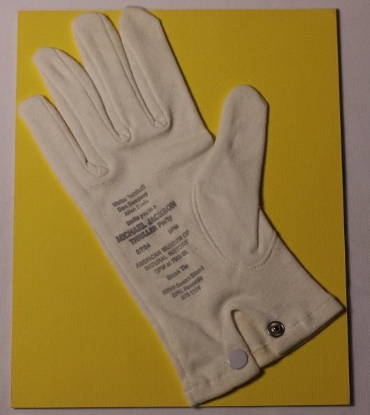Michael Jackson – Thriller invitation Glove – American museum of national history